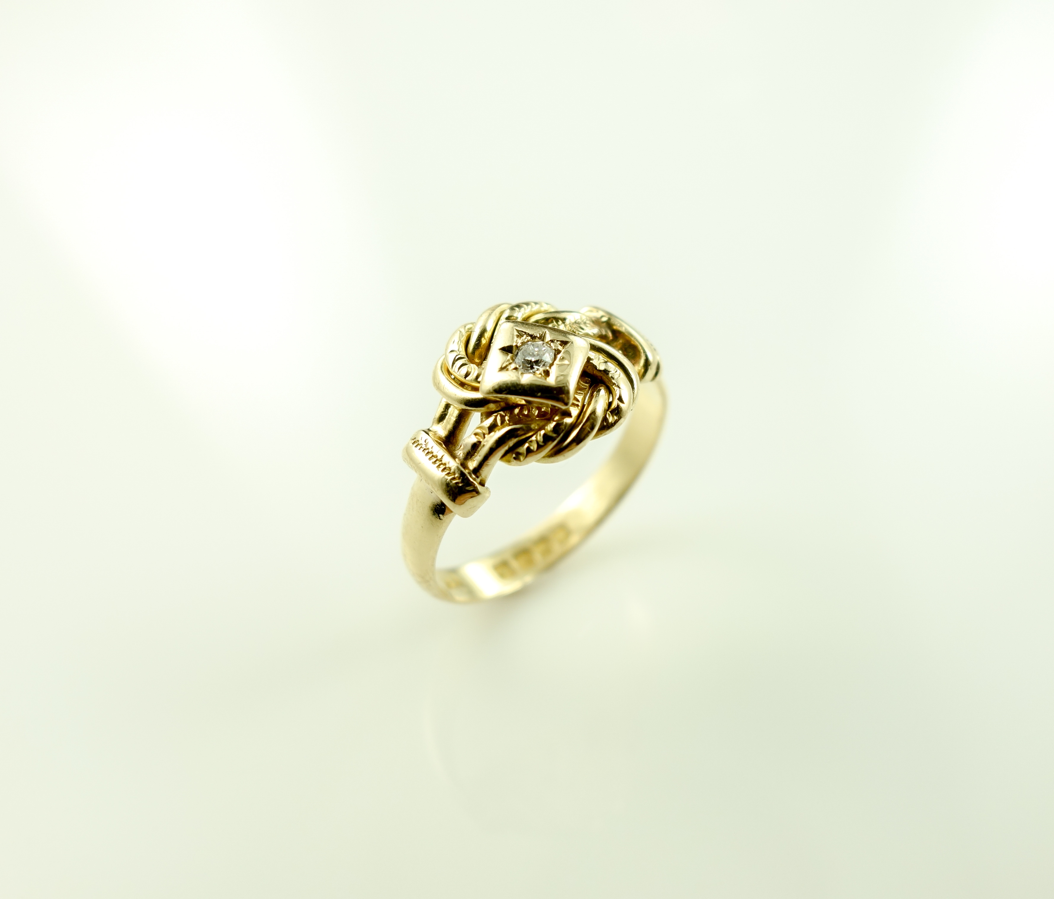 Ring-18ct Lovers knot with diamond 4 8g   Victoria & Albert